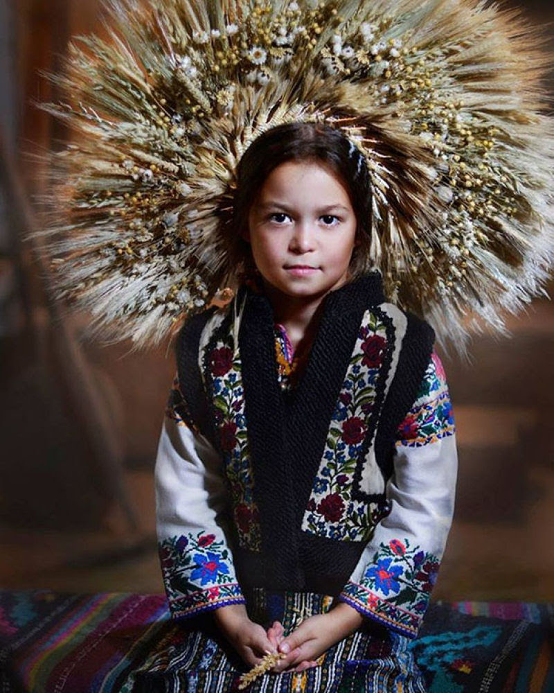 Mulheres modernas usando coroas tradicionais ucranianas dão um novo significado a uma antiga tradição 03