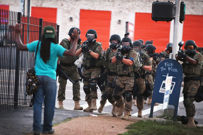 http://www.newyorker.com/wp-content/uploads/2014/08/Police-action-in-Ferguson-690.jpg