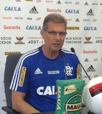 Oswaldo concede coletiva na manhã desta quarta-feira, no Ninho (Foto: Ivan Raupp/GloboEsporte.com)