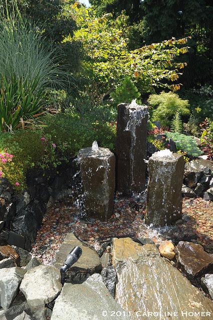 Multi-column basalt fountain