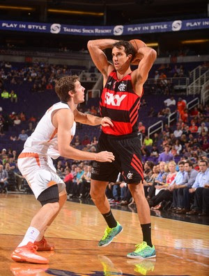 Marcelinho e Goran Dragic Basquete Flamengo x Phoenix Suns (Foto: Getty Images)