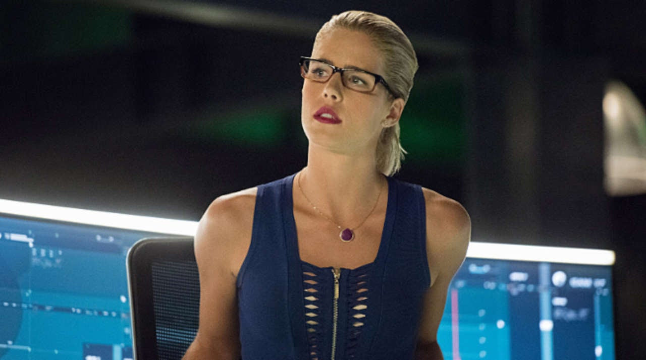 http://media.comicbook.com/2017/01/arrow-season-5-felicity-emily-bett-rickards-black-canary-villain-223800-1280x0.jpg