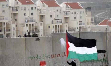 warga-palestina-memprotes-pemukiman-israel-_130115095323-892