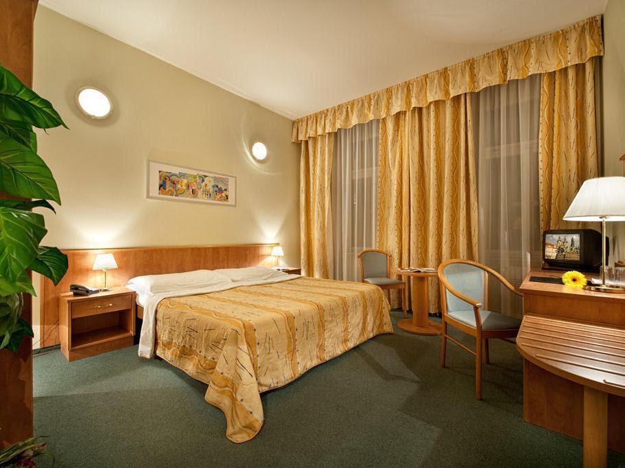 Price Hotel Aron