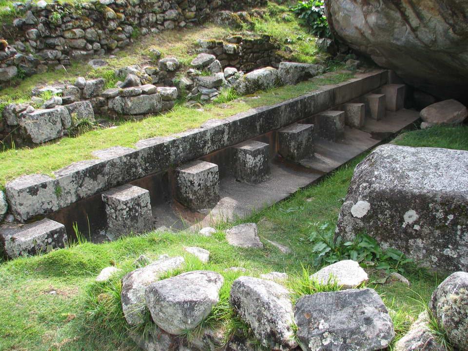 nusta_hispana_archaeological_site_-_nine_seats_resize