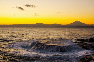 Sea, rocks & Mount Fuji - Enoshima (Japan)