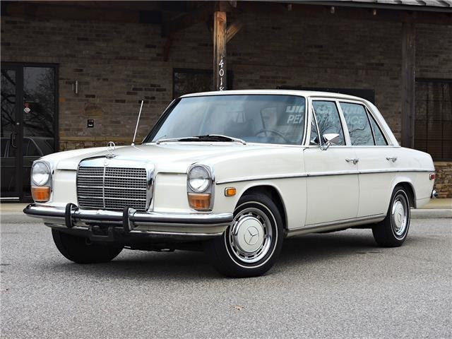 Seller of Classic Cars - 1973 Mercedes-Benz 220 (White/Blue)