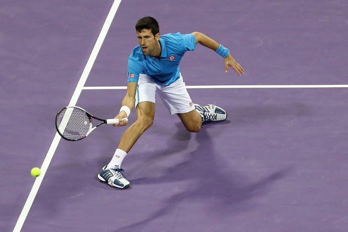 Novak Djokovic na partida contra Fernando Verdasco pelo ATP de Doha tênis (Foto: KARIM JAAFAR / AFP)