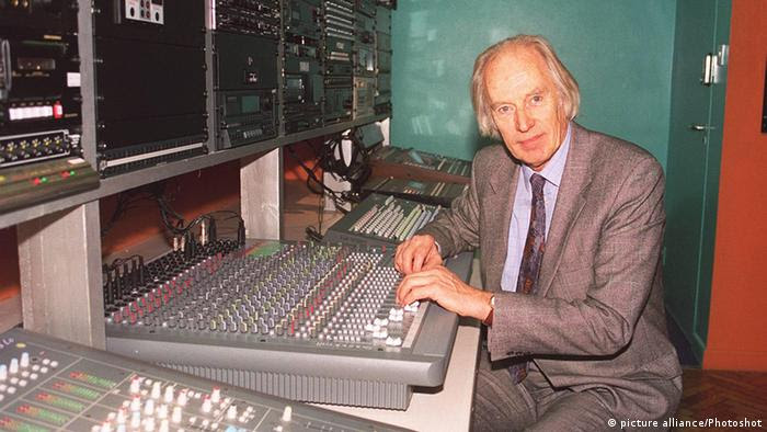 Beatles-Produzent George Martin im Studio (Foto: picture alliance/Photoshot)