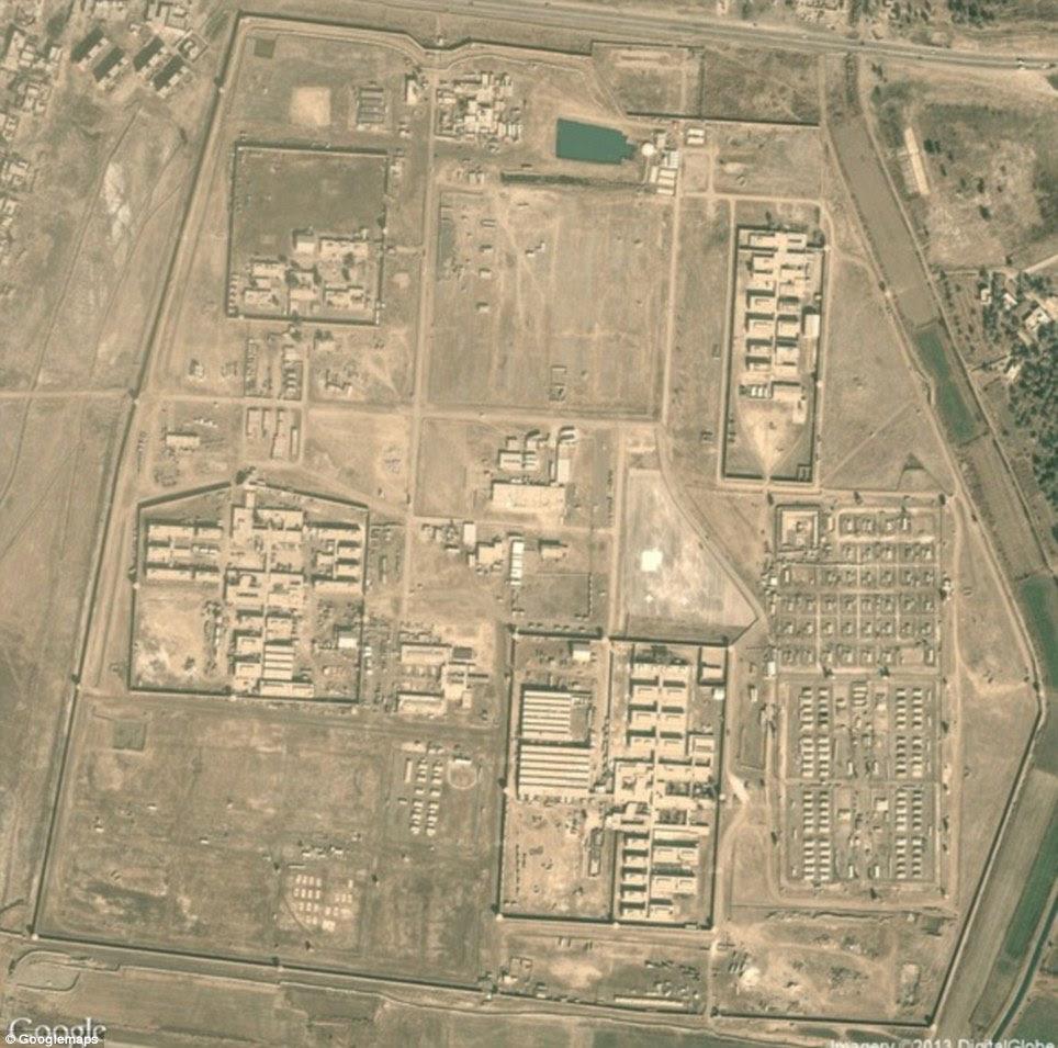 """Prisão de Abu Ghraib: A prisão iraquiana infame onde Saddam Hussein mantinha prisioneiros políticos, e onde os soldados norte-americanos foram mais tarde pegos torturando detentos. """"Quando penso em Abu Ghraib penso em fotografias e manchetes; escândalo"""", explicou Begley"""