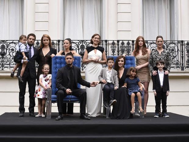 Com novos membros, família Medeiros posa mais uma vez (Foto: Raphael Dias/Gshow)