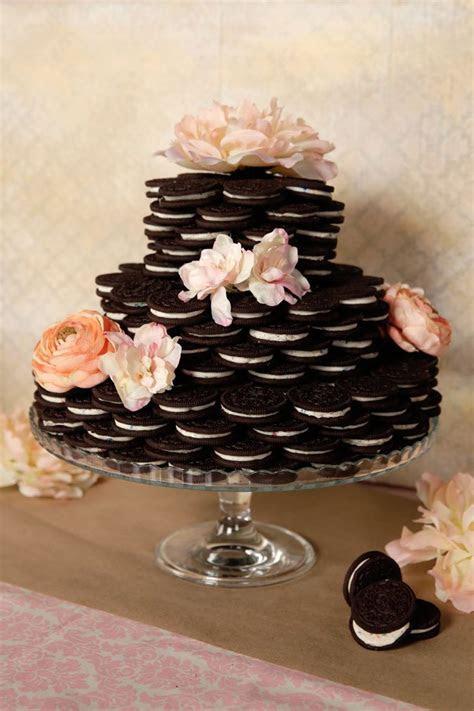 Best 25  Oreo wedding cake ideas on Pinterest   Engagement