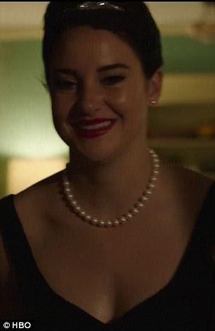 Gosto semelhante: Tanto Nicole e Shailene do personagem está vestido como Audrey em suas pérolas e pouco vestido preto do mesmo filme