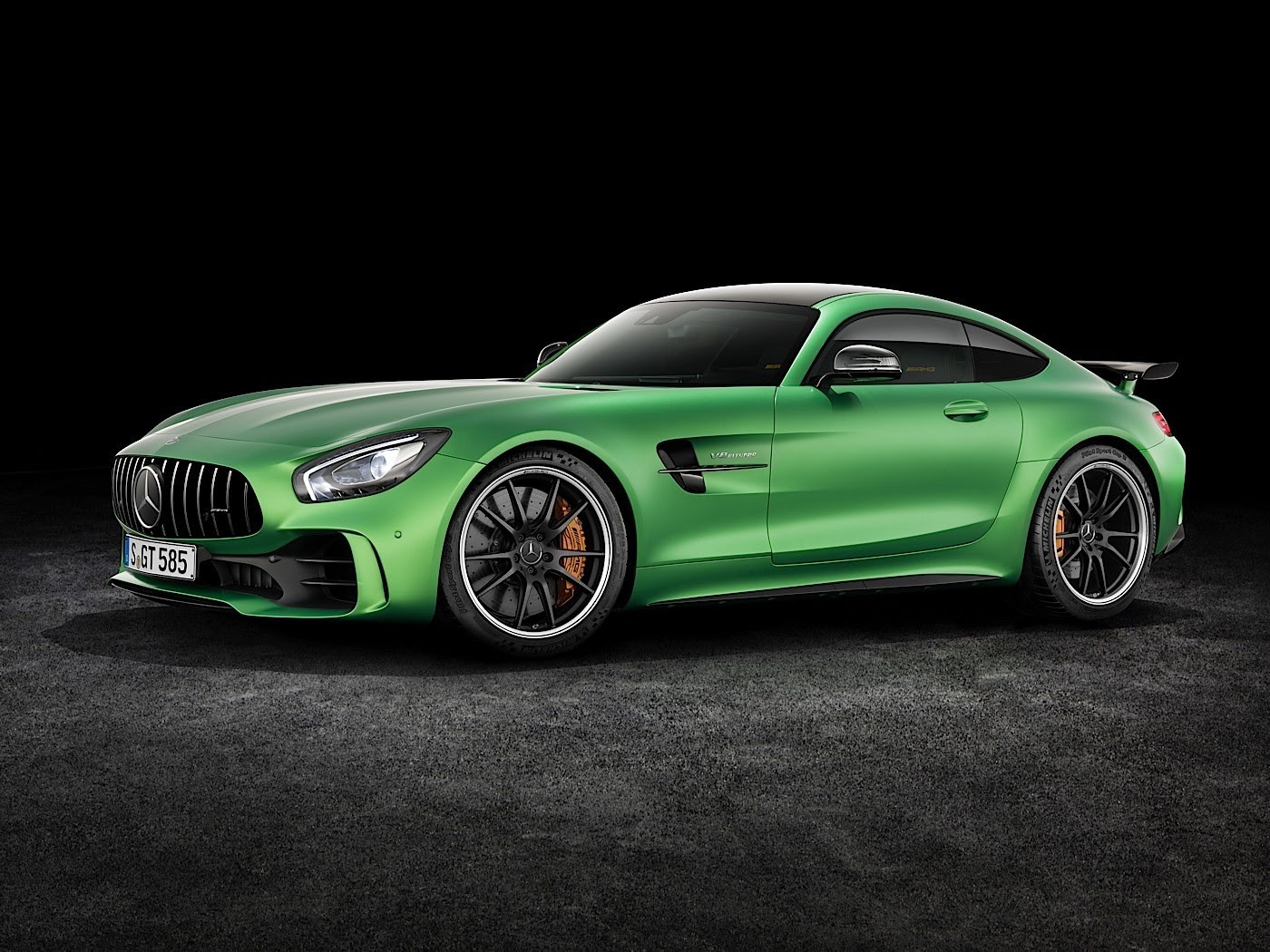 2017 Mercedes-AMG GT R Goes Official With Rear-Wheel ...