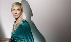 Helder barros annie lennox mais uma grande voz feminina Annie lennox legend in my living room