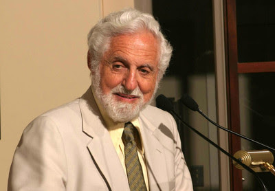 Carl_Djerassi_HD2004_at_podium_crop