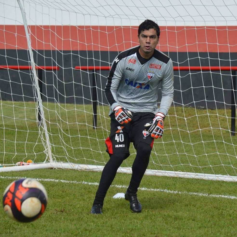 Felipe é o novo titular no gol do Dragão (Foto: Paulo Marcos / Atlético-GO)