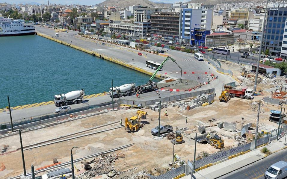 Ο σταθμός Πειραιά θα βρίσκεται ολόκληρος κάτω από τη στάθμη της θάλασσας, μπροστά στο διατηρητέο κτίριο του σταθμού του ΗΣΑΠ.