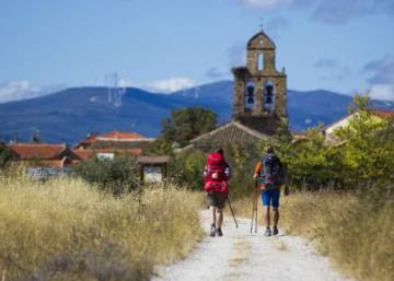 Is it safe for women to walk the Camino de Santiago alone?