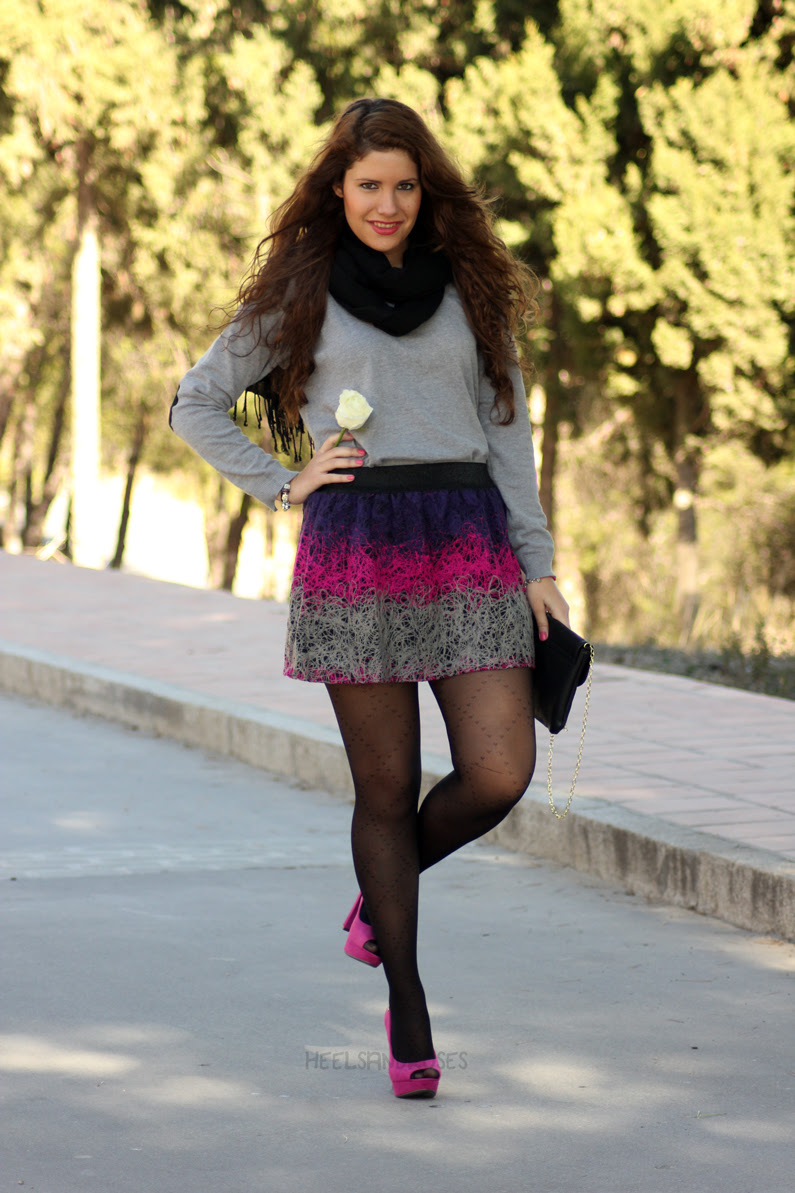 jersey-gris-con-falda-rosa-heelsandroses-(6)