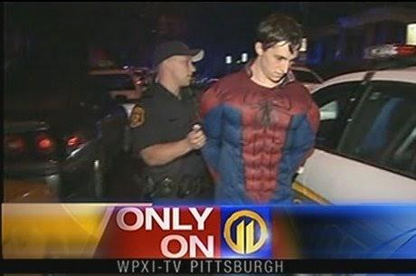 Homem Aranha é preso após tentar assaltar loja de conveniência