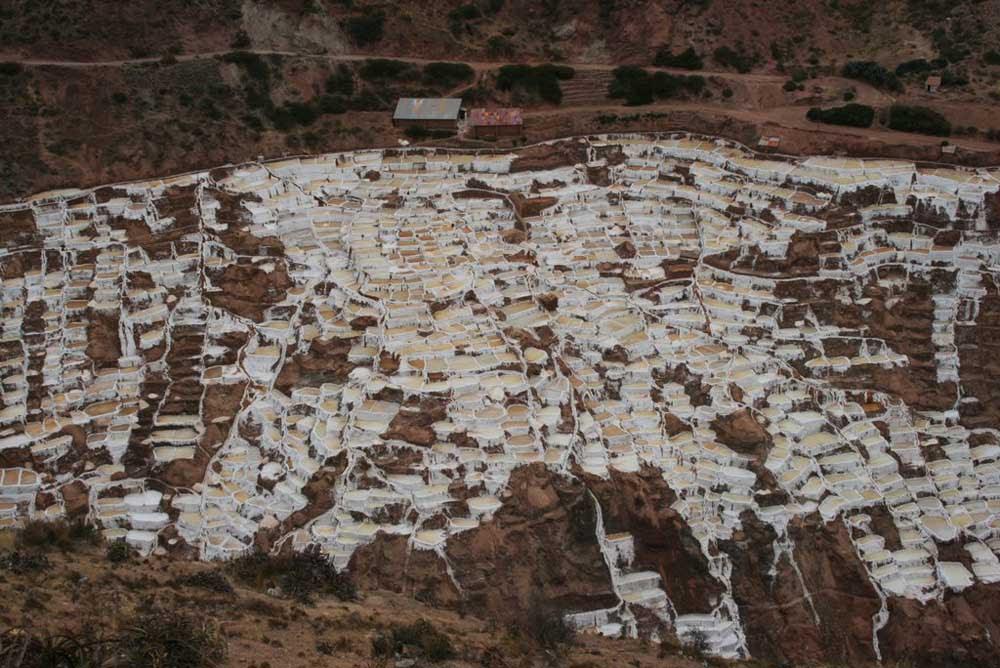 As belas Salinas de Maras encravadas nos penhascos peruanos 20