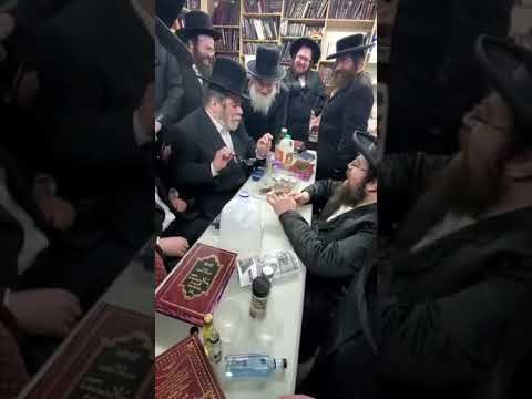 Chilu Posen buys glasses for the Banya Rabbi
