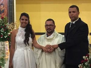 Apesar de ter sido assaltada na frente da Igreja, Daniele não pensou em desistir do casamento (Foto: Daniele Pereira/Arquivo Pessoal)