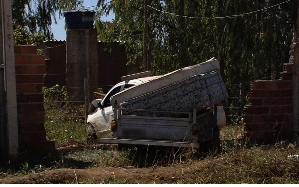 Homem de 48 anos é morto a tiros dentro de carro ao lado da esposa e do filho (Foto: Reprodução/TV Anhanguera)
