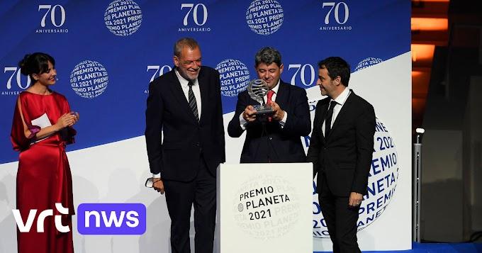 Ophef in Spanje bij uitreiking belangrijke prijs: populaire misdaadschrijfster Carmen Mola blijkt 3 mannen te zijn