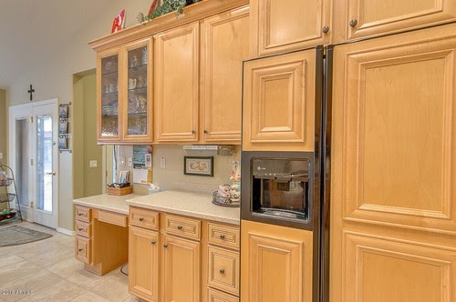 What type of wood cabinets are these? (beech or maple)