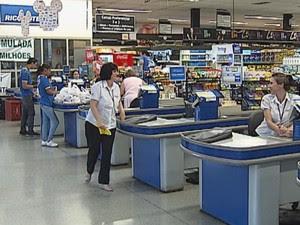 Vagas para operador de caixa está entre as oportunidades (Foto: Reprodução/TV Tem)