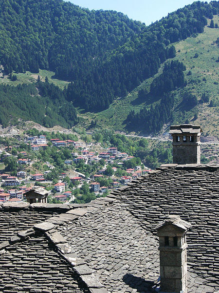 450px-Roofs_and_valley_of_Metsovo%2C_Ioannina_prefecture%2C_Greece
