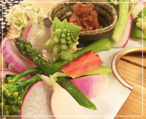 津田沼「鈴家」にて、信州の美食コース一品目の野菜盛り~。