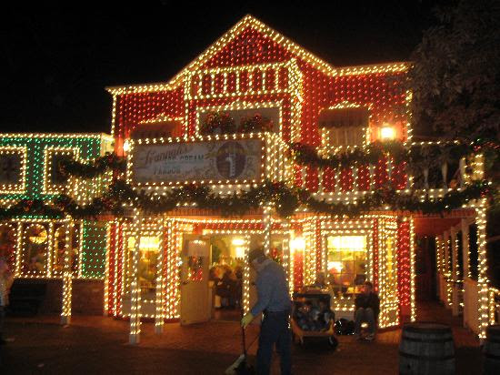 Branson Christmas - The Best Christmas in America at Branson, Missouri,  Celebrating the Christmas season in Branson has always been a family,  Christmas at ... - Christmas Lights Branson Mo Christmas Ideas