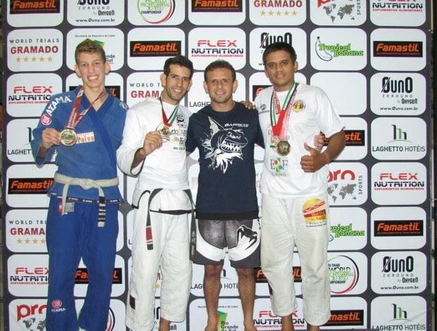 Ítalo Henrique, Thiago Barreto e Felipe Bezerra durante seletiva de jiu-jitsu, em Gramado (Foto: Divulgação)