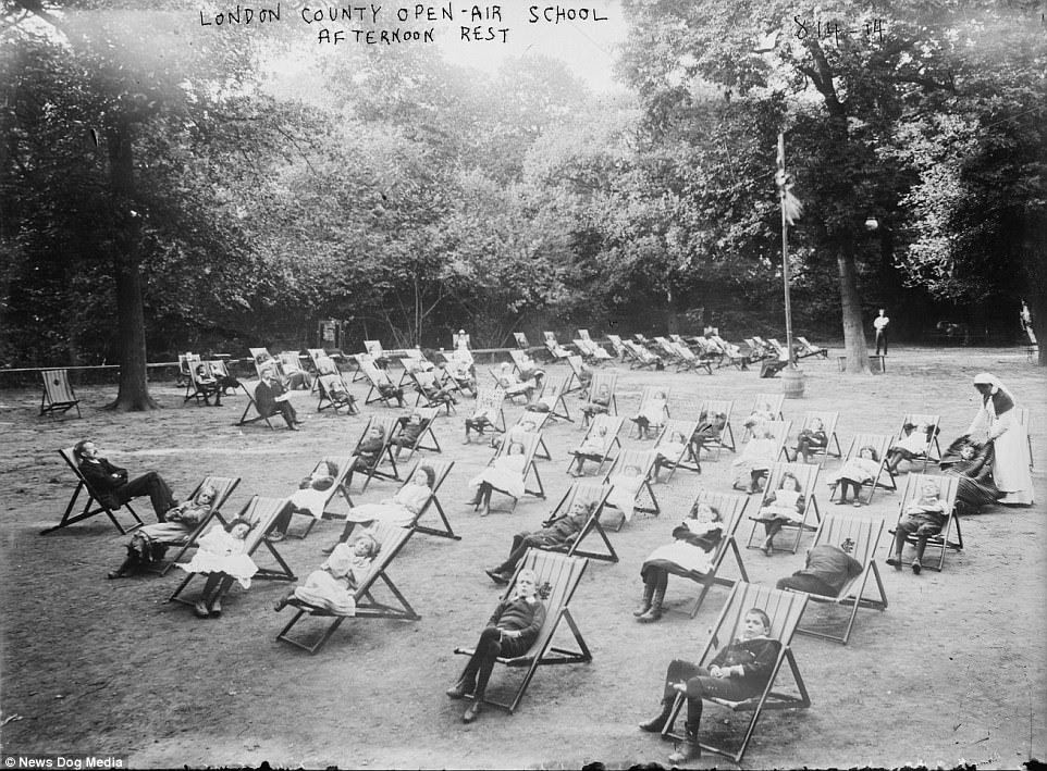 A class having their afternoon rest in deck chairs at the London Open-air School, circa 1907