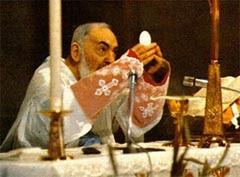 El Padre Pío celebrando la Santa Misa
