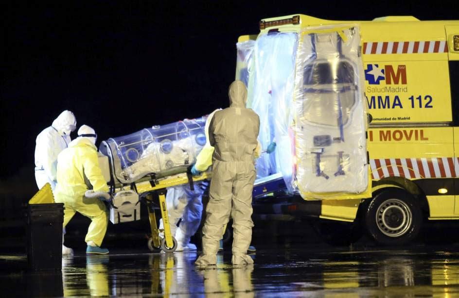 Llega a Madrid el religioso enfermo de ébola