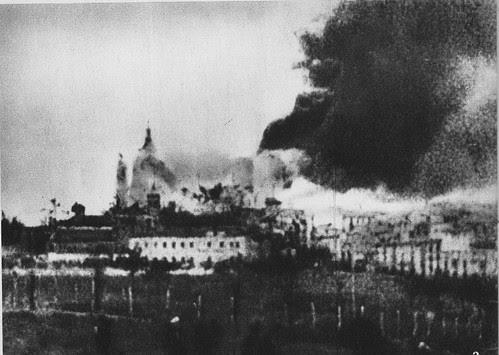 Hacen explosión las minas republicanas cavadas bajo el Alcázar.18 de Agosto de 1936.