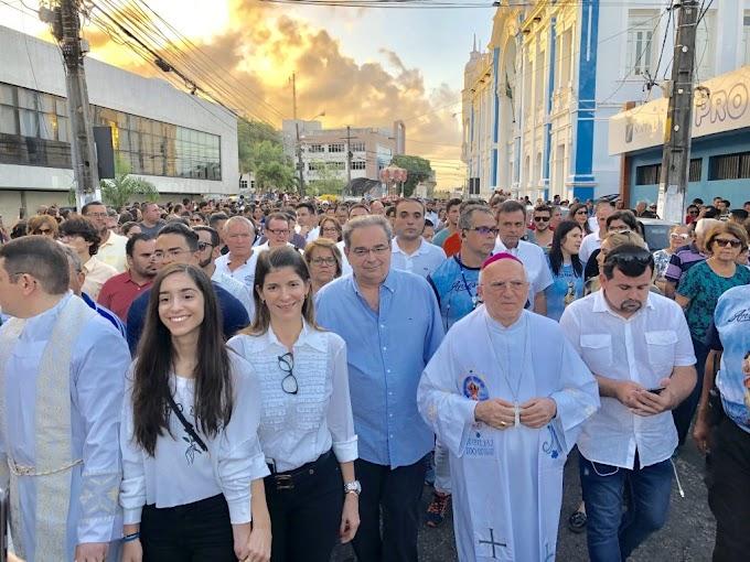 Encerramento da Festa da Padroeira de Natal reúne fiéis e políticos em procissão e Missa