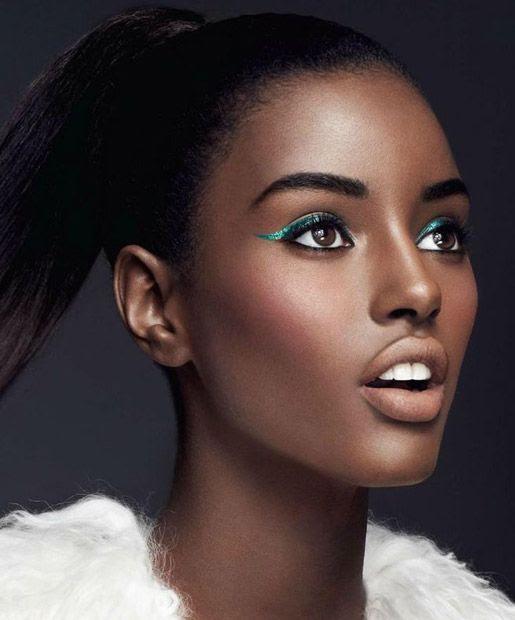 Resultado de imagem para make delineado colorido pele negra