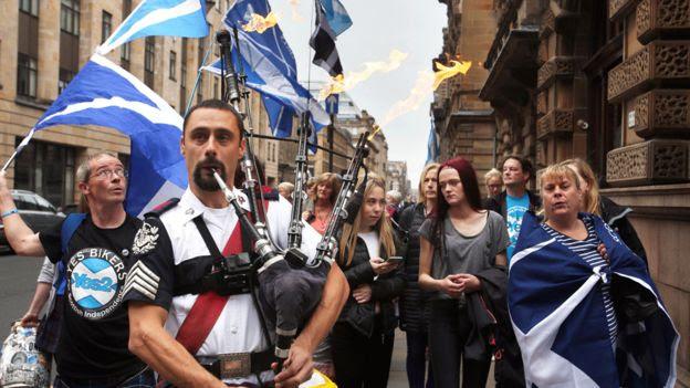 Apoiadores da independência escocesa marcham en Glasgow