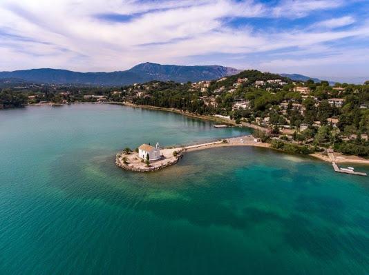 Υπαπαντή: το γραφικό εκκλησάκι της Κέρκυρας στον αφρό της θάλασσας