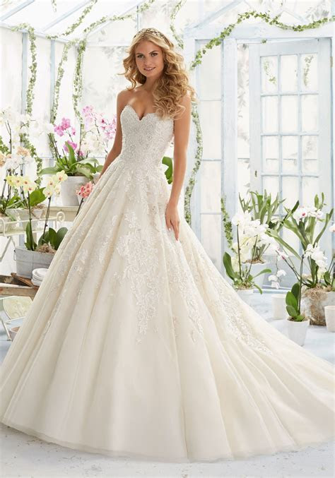 Elegant Embroidery on Classic Tulle Wedding Dress   Style