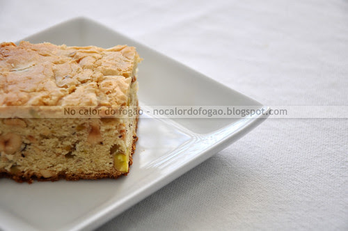 Blondies com pistaches e avelãs