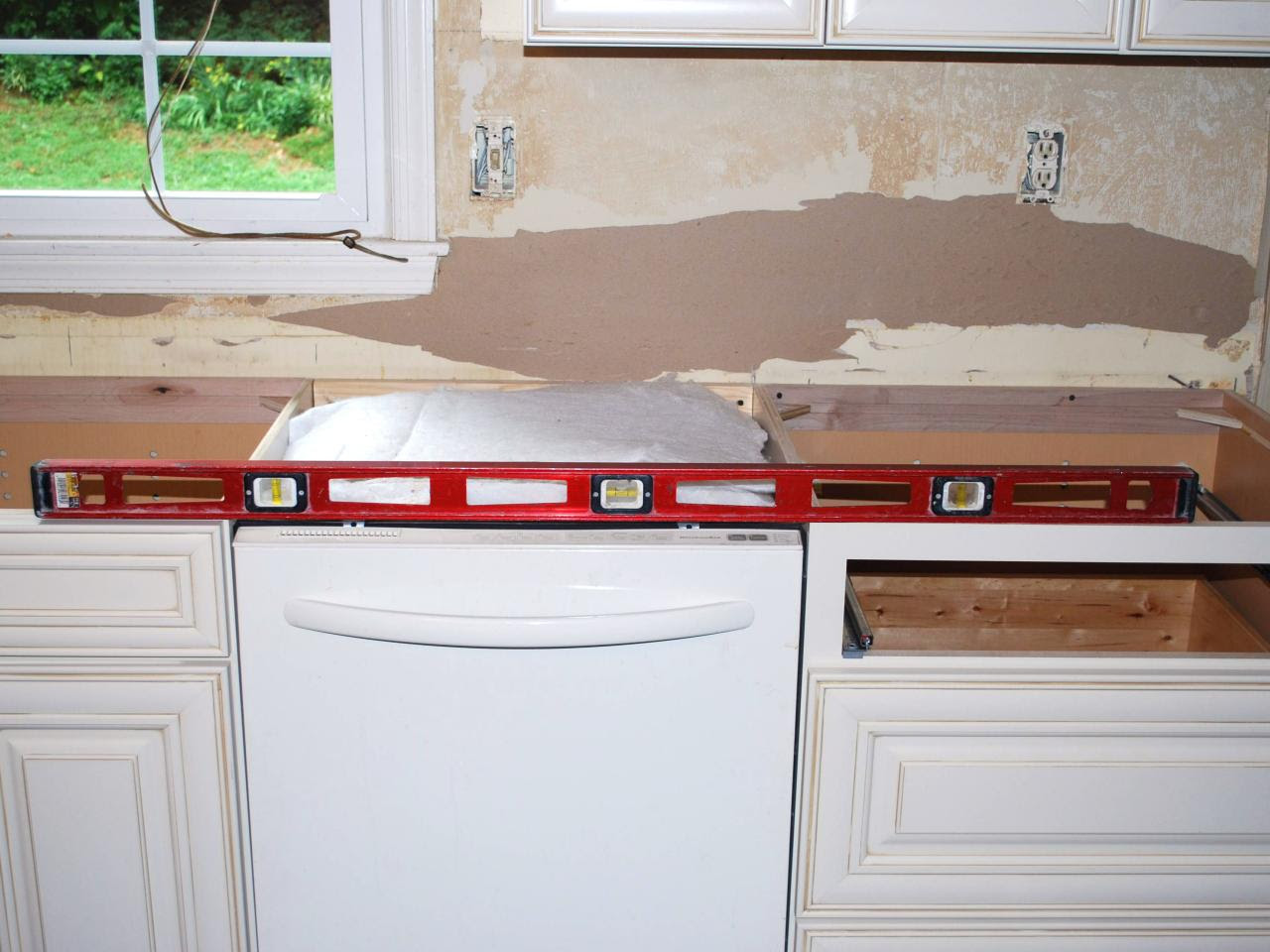 How to Install a Granite Kitchen Countertop | how-tos | DIY