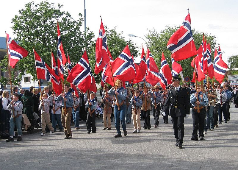 File:Flaggborg 17mai.jpg