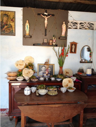 Bàn thờ một gia đình Công giáo Việt