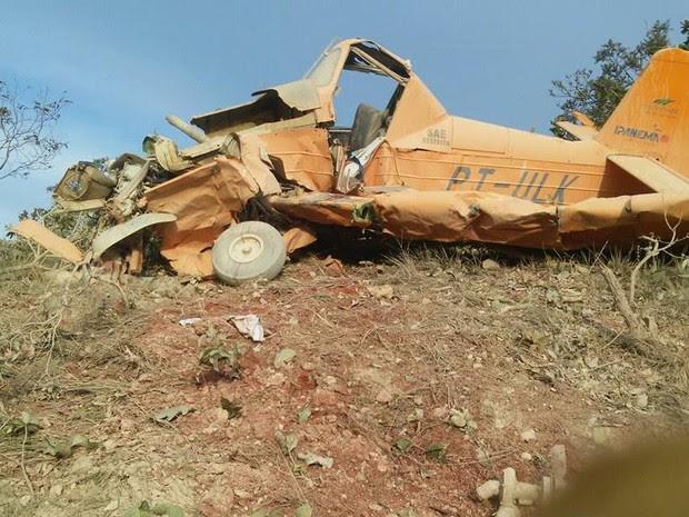 Avião agrícola caiu durante aplicação de agrotóxico e piloto morreu (Foto: Edgard Costa/ Paranatinga News)
